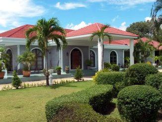 บ้านหลังใหญ่ (270 ตารางเมตร) สร้างขึ้นตามมาตรฐานทางเทคนิคที่ยอดเยี่ยม